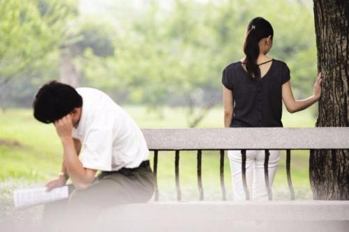 【心慌】糟心,大年三十发现父亲家外有家,该告诉母亲吗?