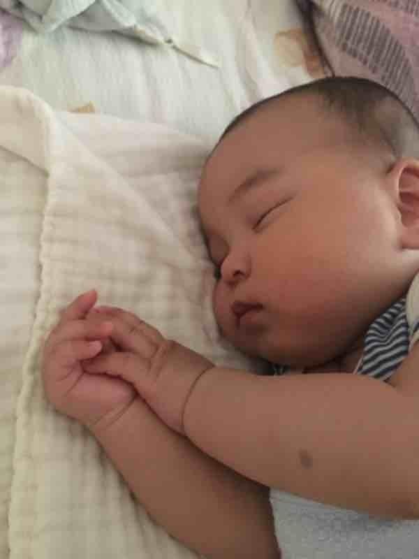 【救急】小儿难养!半岁宝宝不睡小床拒吃辅食,新手妈妈跪求经验!