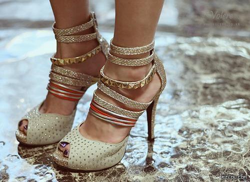 【矛盾】高跟鞋对于女孩子来说,算是怎样的一种存在呢?我爱它却又恨它!