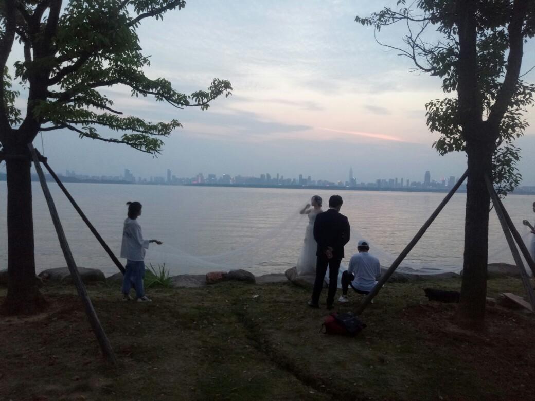 【快乐】一家相约东湖骑行,虽然天气炎热,也抵挡不了我们的热情!