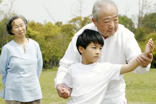 【纠结】带孩子我们完全不能吱声,是不是大多数老人都是固执自私的?