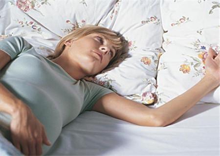 【紧张】怀孕七周,晚上发现下体有褐色分泌物,是先兆性流产吗?