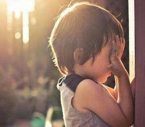 【焦急】2岁男宝不说话,不爱理人,担心是自闭症!带他检查也不配合,有类似情况的吗?