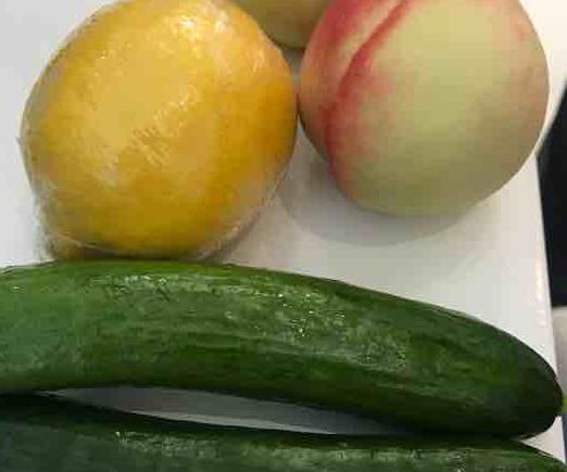 【对比】同事天天吃水果减肥,我在她旁边吃零食,还引着她破戒!