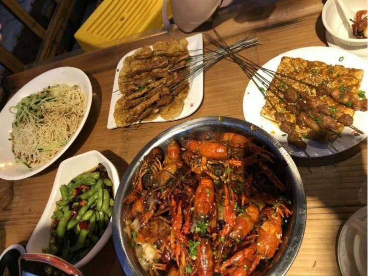 【口水】今年第一顿小龙虾,开启完美的夏日之旅!