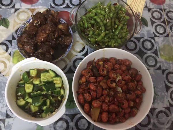 【口水】一大脸盆的酸菜鱼和秘制麻辣虾球,全是自家弄的,夏天就要这么吃才爽!
