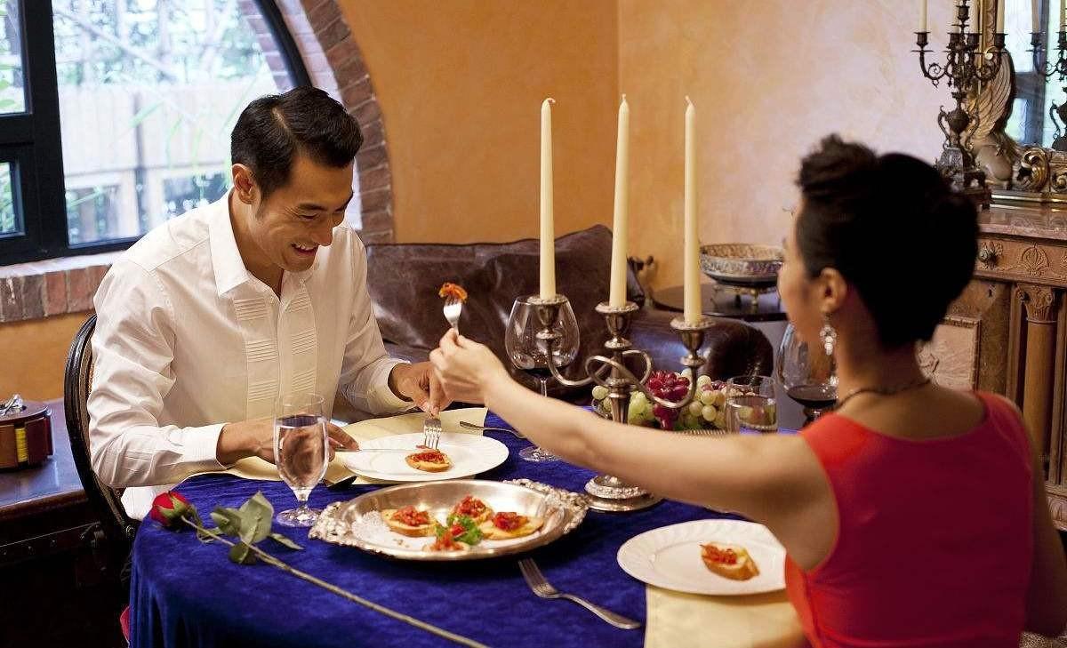 【震惊】蹭女人饭的男人,第一次见!难道这是所谓的男女平等吗?