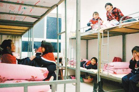 【求助】哪位大神知道武汉有哪些寄宿学校吗?11岁的小孩子走路不太方便!