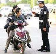 大家对电动车带人罚款,有什么看法?