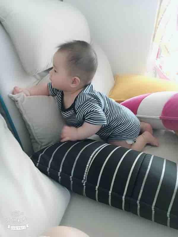 六个半月宝宝老是自己扶着东西站起来,要干预吗?