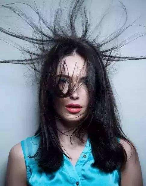 你头发每天还在炸毛吗?分享一个头发柔顺的超简单方法!