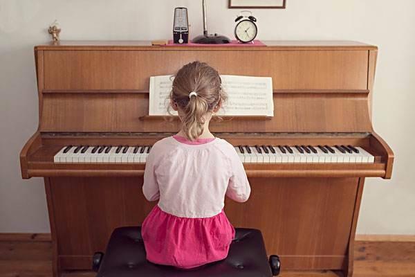 高层一墙之隔的邻居每天5点到6点半弹钢琴,吵得神经衰弱,怎么办?