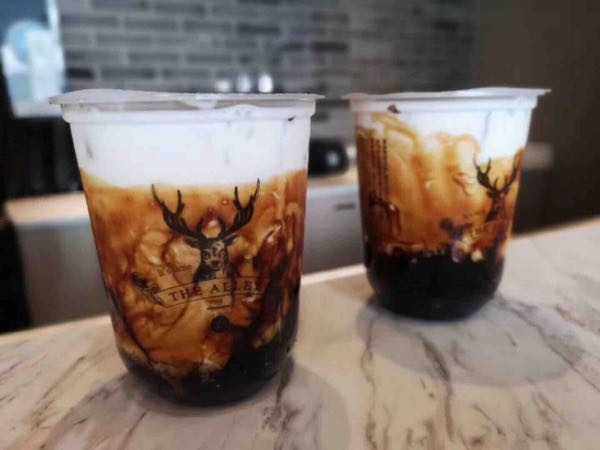 明天武汉首家网红奶茶店在世贸广场开业?到底哪家是真的!