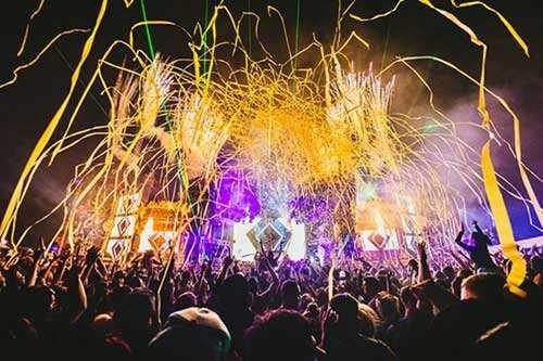 有喜欢去音乐节的吗?各地现在到十一的音乐节时刻表拿走不谢!