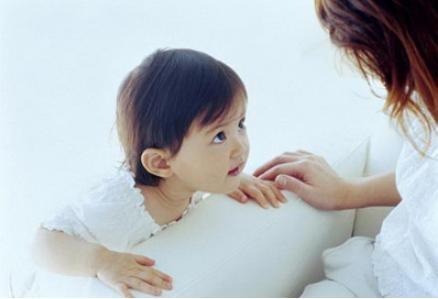 急!2岁半宝宝高烧服药后,突然说话结结巴巴(口吃),怎么办啊?
