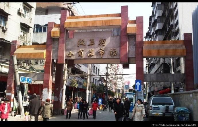汉正街从兴走向衰败,也就短短30年时间!感觉快变成小吃街了!