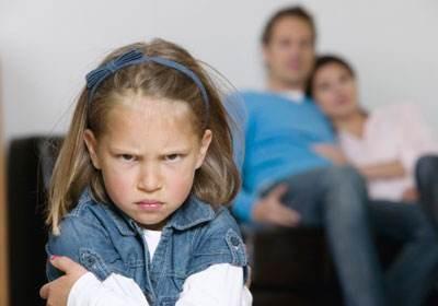 现在有些小孩子的家教真是堪忧啊!年纪不大,心眼真多啊!