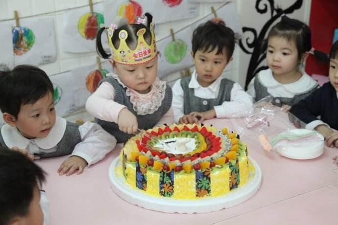 小朋友幼儿园过生日给其他小朋友带点什么礼物好?宝妈们帮忙推荐下哦!