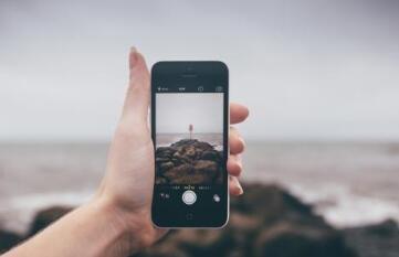 高中同学苦恋10年终成夫妻,竟为看手机闹到要离婚!到底该不该看老公手机?