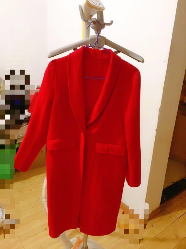又买了一件爱居兔的大衣,百分之80的羊毛,花了不到200元就带回家了!