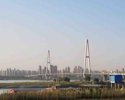 同一条长江,为什么一边建设的像香港一边还是荒芜?