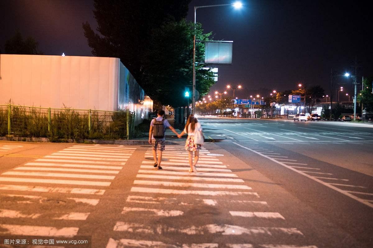 最近晚上散步老是碰到有人没钱搭车找我借钱,总觉得有什么后续套路!