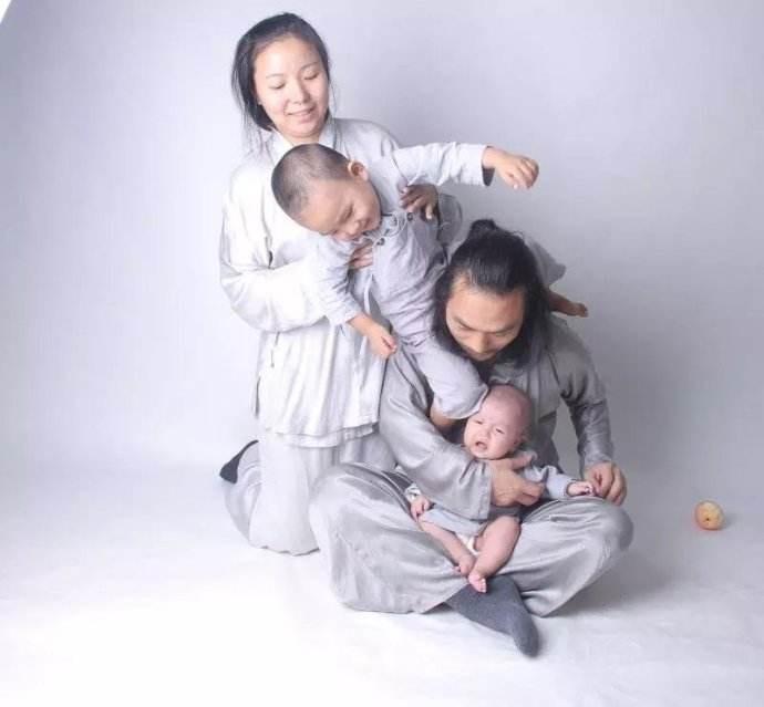 夫妻年收入大约15万左右,二胎又怀上了双胞胎!是喜还是忧?