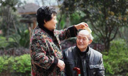 要骂就骂吧!我现在真的嫌弃的不得了!扪心自问:你愿意和古怪老人住吗?