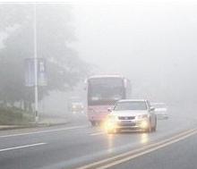 双闪不是万能的!雾天行驶的正确打开方式了解一下?