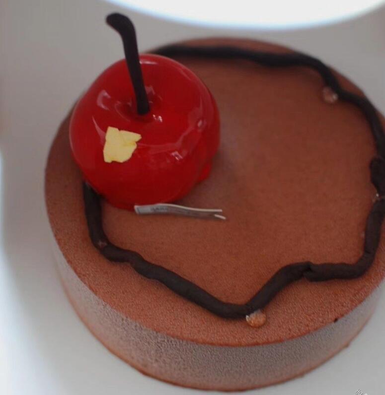 过了这么多年生日,今年在武汉竟然吃到了最好吃的红森林蛋糕!