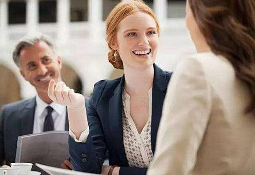 公司干了3年采购,年年劳模,但是工资一分不涨!我该和老板谈加薪吗?