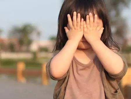 养娃返贫!为了子女教育,已被迫在衣食用行方面都消费降级了!