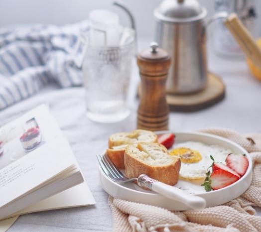 【每日美食打卡】12月8日初雪,法棍太阳蛋咖啡标配的早餐!