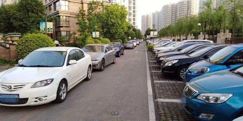 为啥白天小区停车位都满车?找了一整圈,愣是没找到一个车位!
