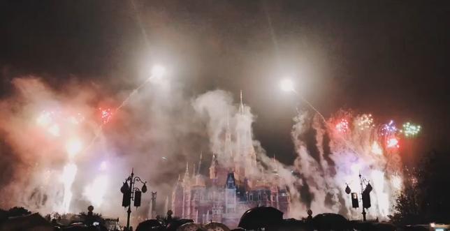 赶上淡季去上海迪士尼也太舒服了,所有项目不排队,买了门票还送餐!