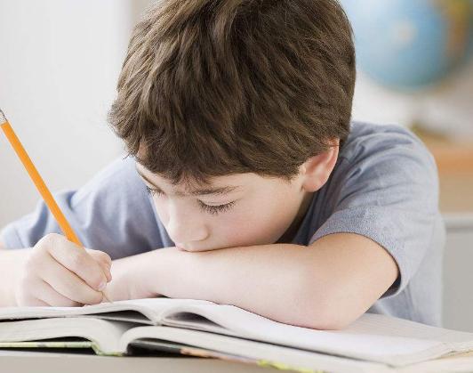 才小学四年级,这样的填鸭式的学习方式未免太早了些吧!