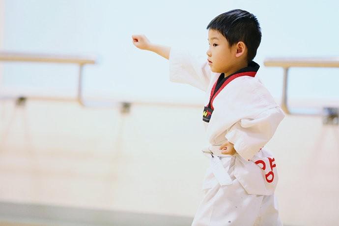 两岁4个月小朋友可以学跆拳道了吗?求宝妈们支招!