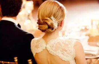 一年的感情终久抵挡不住阴晴不定的性格,婚纱照已拍还是决定放弃!