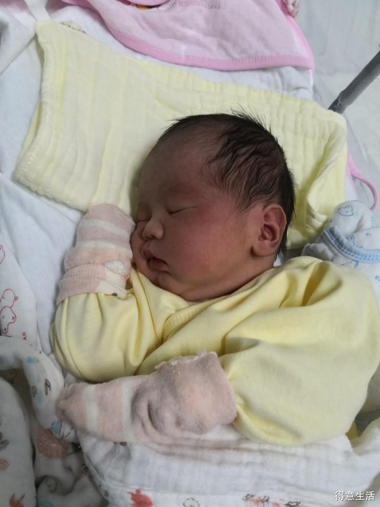 大宝十个月时意外到来的二胎, 再得七斤七两大胖儿子一枚!