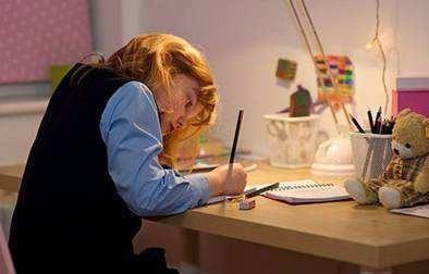不知道跟一个快7岁的小孩怎么解释自律,娃每天做作业做到哭!