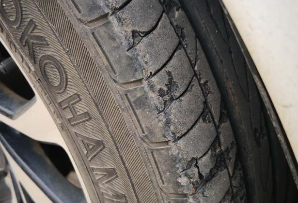 求助!不到三年的车,前轮磨损成这样了,还能跑高速吗?