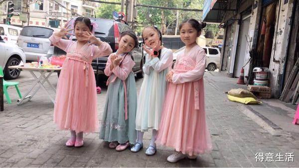 穿上汉服的四个萌娃,国风美少女要从娃娃抓起!