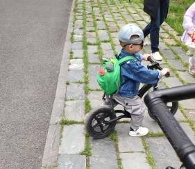 五一溜娃好去处,带上娃去东湖绿道骑自行车!