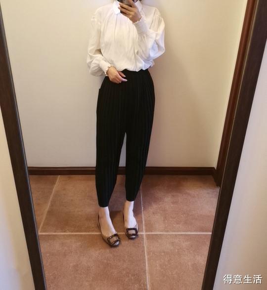 不知道穿什么的时候就穿白衬衣吧 ,真心百搭又好穿!