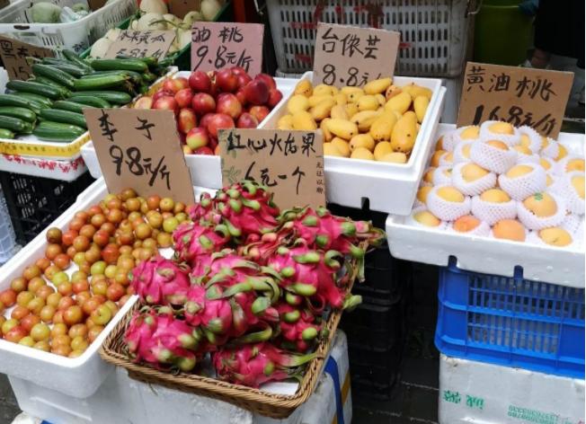 水果貴到吃不起?在武漢超市已經買不到五塊錢的水果了,比肉都貴!