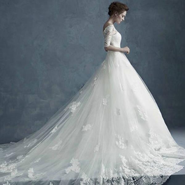 结婚那天我想穿漂亮的婚纱有错么?老公非要我几百块钱在网上买一个!