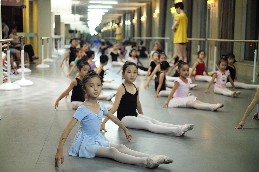 想给孩子报个舞蹈班,中国舞、芭蕾启蒙,不知道怎么选?