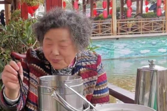 紧急求助,67岁奶奶有糖尿病和老年痴呆,乘坐782路公交后走失,至今未归!