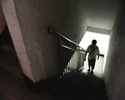 为了自住,价格差不多的楼梯房和电梯房如何选?价格差不多,楼梯比电梯大个20㎡!