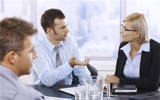 在公司我为了表现得合群,和同事一起吃海鲜吃过敏了,我这边有必要吗?